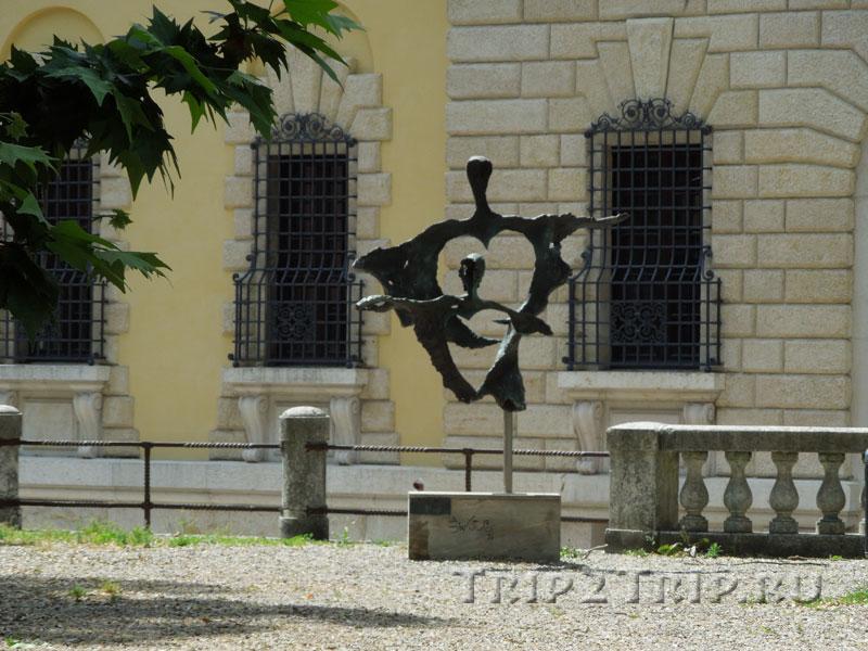 Скульптура Ромео и Джульетты, Сады площади Независимости, Верона
