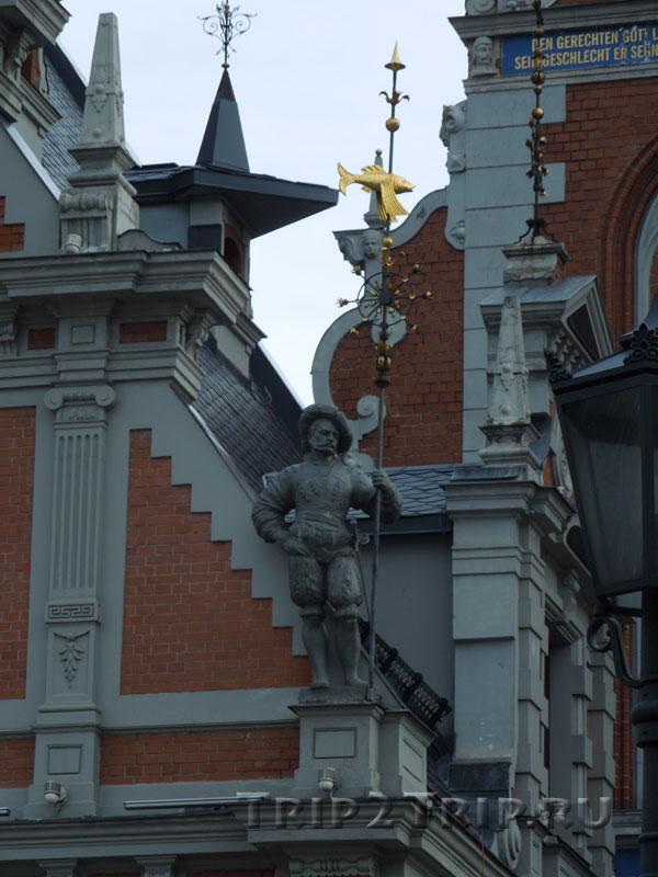 Ландскнехт на доме Швабе, Ратушная площадь, Рига