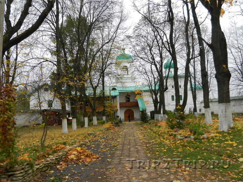 Братский корпус, колокольня и церковь Стефана, Мирожский монастырь, Псков
