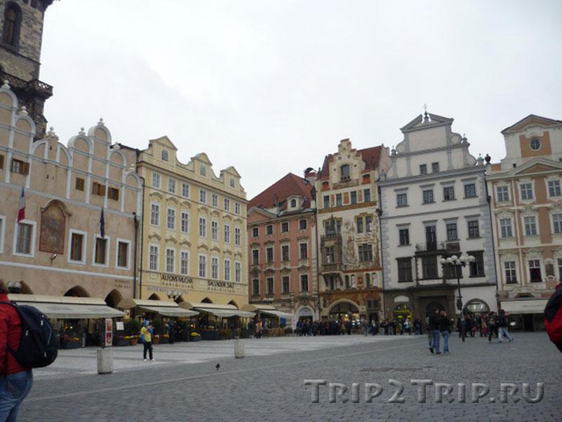 """Юго-западной угол Староместской площади, Прага. Слева направо: Трчковский дом, Сикстов дом, Штохов дом, дом """"У каменного барашка""""."""