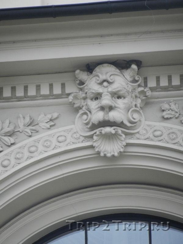 Маскарон с рожей сатира на доме Виландес,1, Рига