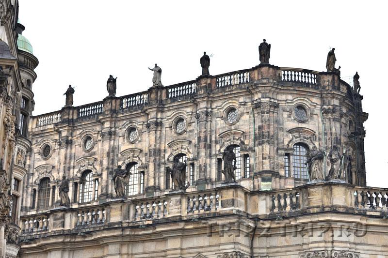 Статуи Лоренцо Маттьели по периметру Хофкирхе, Дрезден