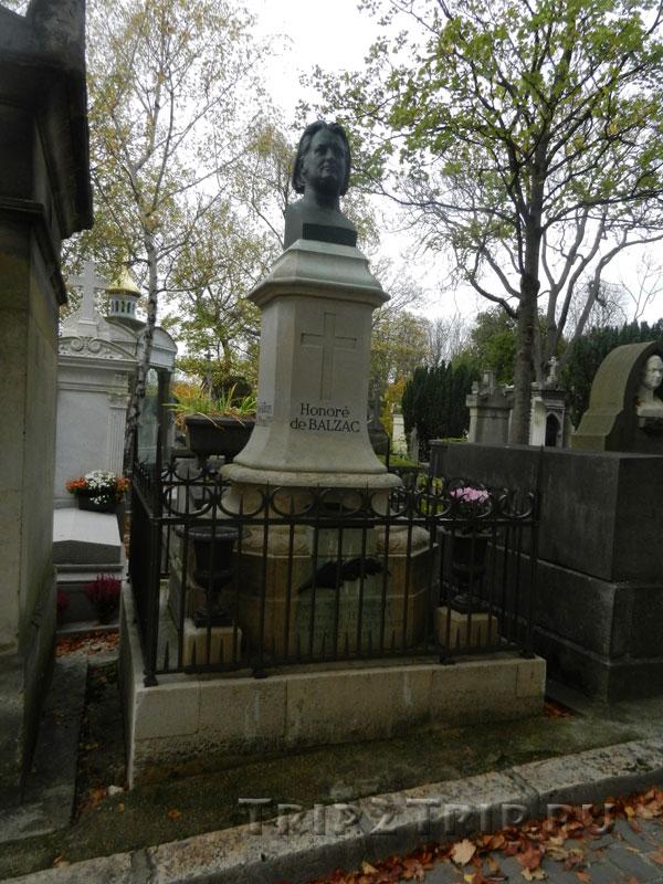 Могила Оноре де Бальзака, кладбище Пер-Лашез, Париж