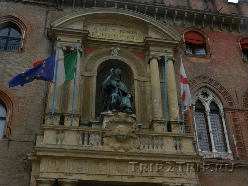 Портал в Папой Григорием XIII, палаццо Коммунале, Болонья