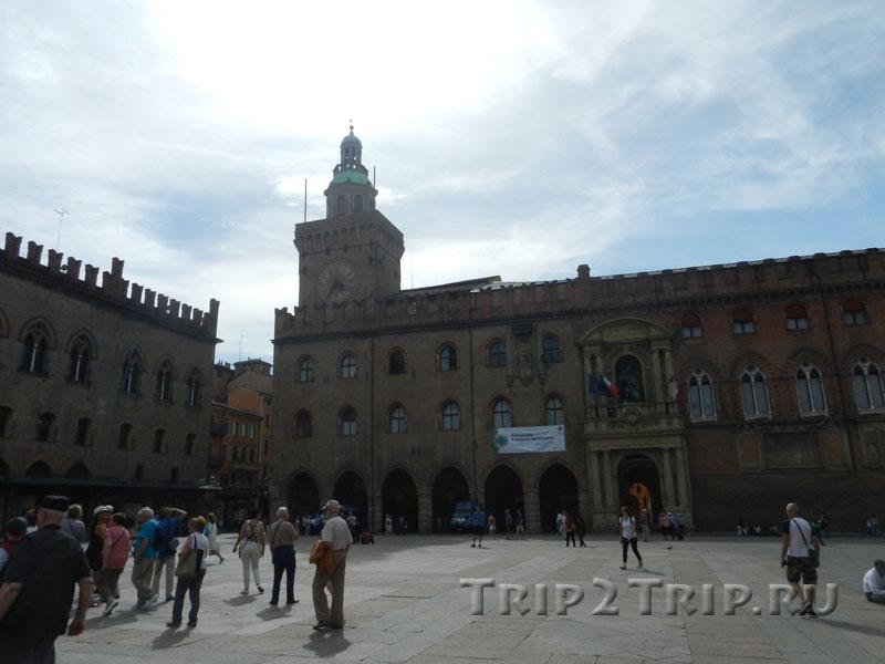 Угол палаццо Коммунале и палаццо дей Нотай, пьяцца Маджоре в Болонье