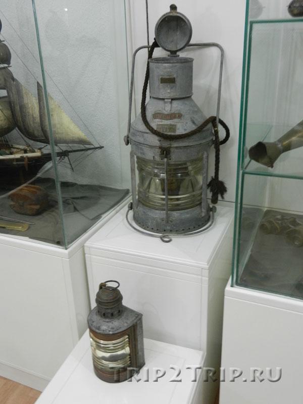 Фонарь, использовавшийся на черногорском корабле, Будванский археологический музей