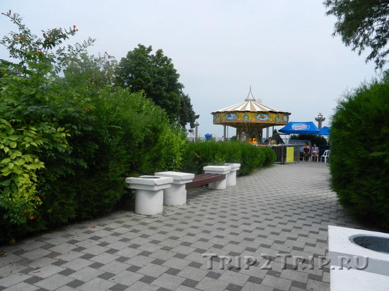 """Площадь-сквер перед санаторием """"Кубань"""", Высокий берег, Набережная"""