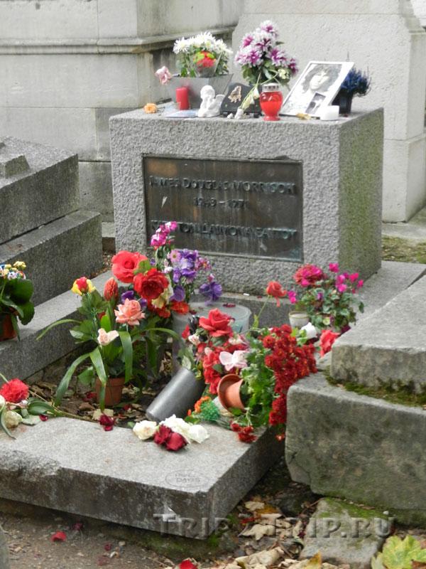 Могила Джима Моррисона, кладбище Пер-Лашез, Париж