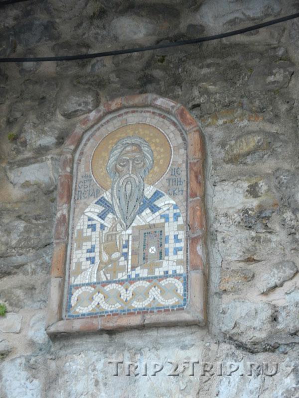 Икона Петра Негоша над будванскими воротами