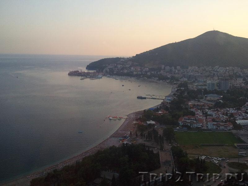 Будванский залив и Славянский пляж вдоль него