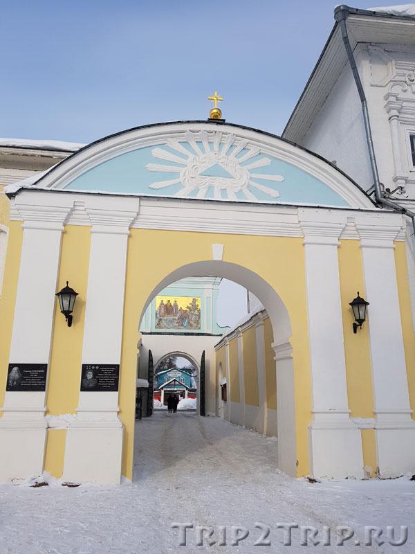 Северные ворота, Ипатьевский монастырь в Костроме