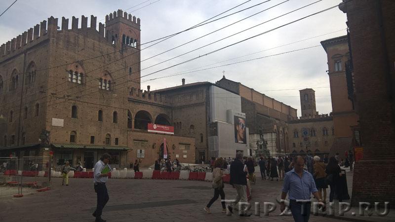 Палаццо Рэ Энцо от перекрёстка, Болонья