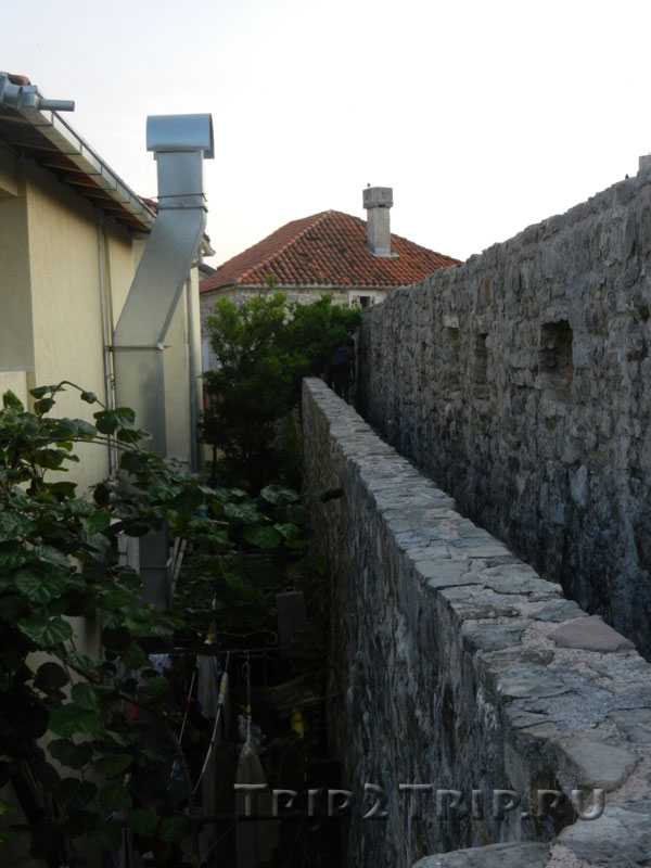 Крепостная стена Будвы