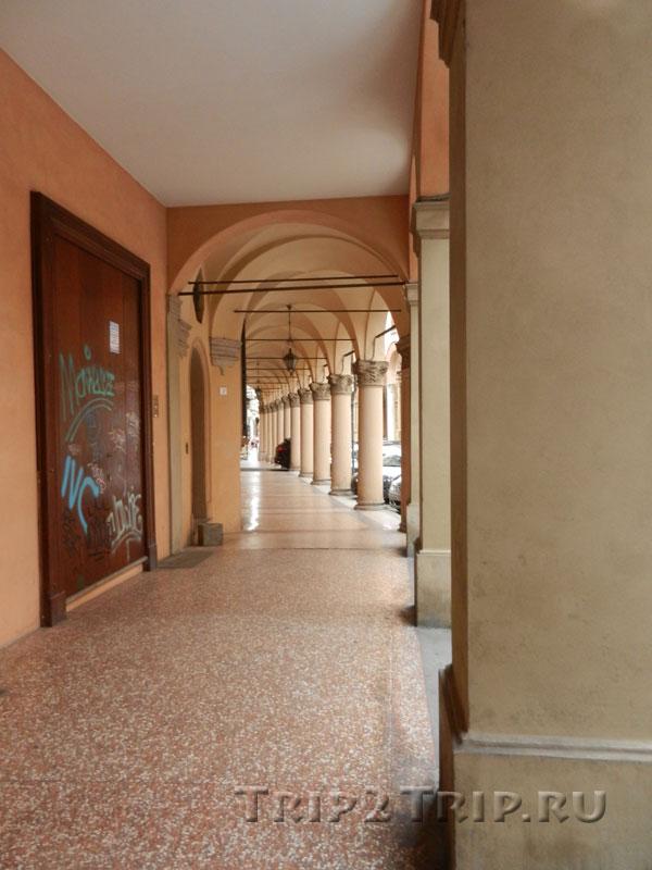 Портики на via Independenza, Болонья