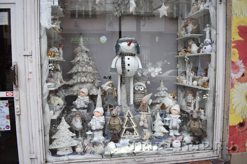 Рождественская витрина на улице Сметаны