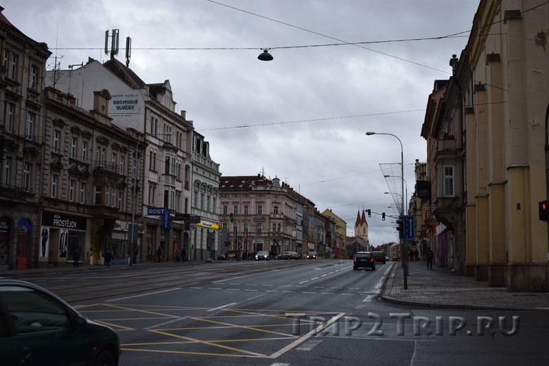 Костёл Яна Непомука в перспективе Клатовского проспекта