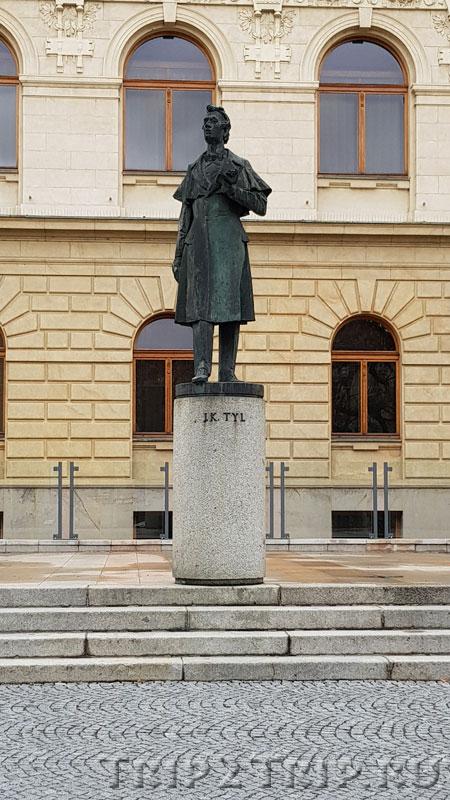 Памятник Йозефу Каэтану Тылу