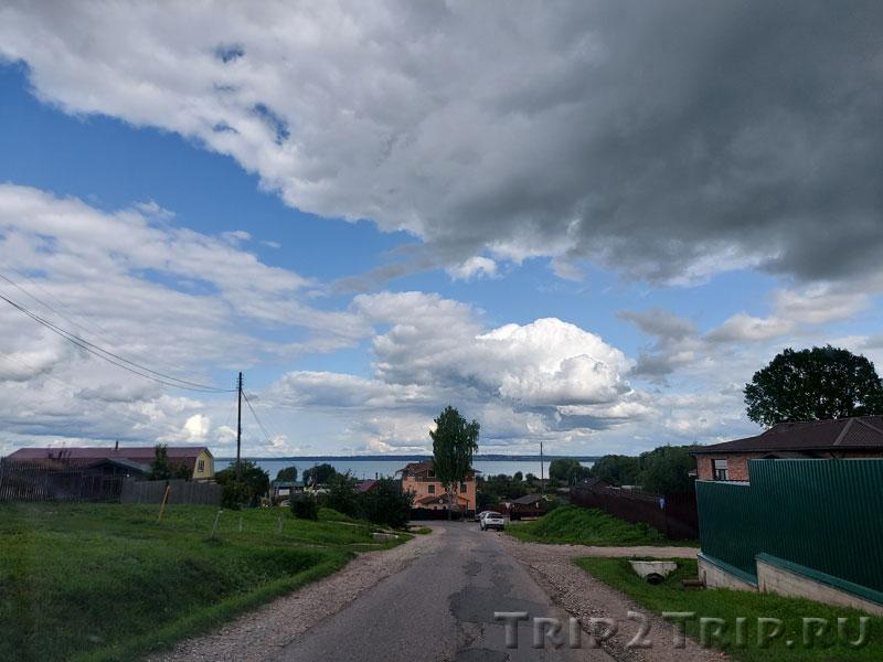 Главная улица села Веськово близ Переславля