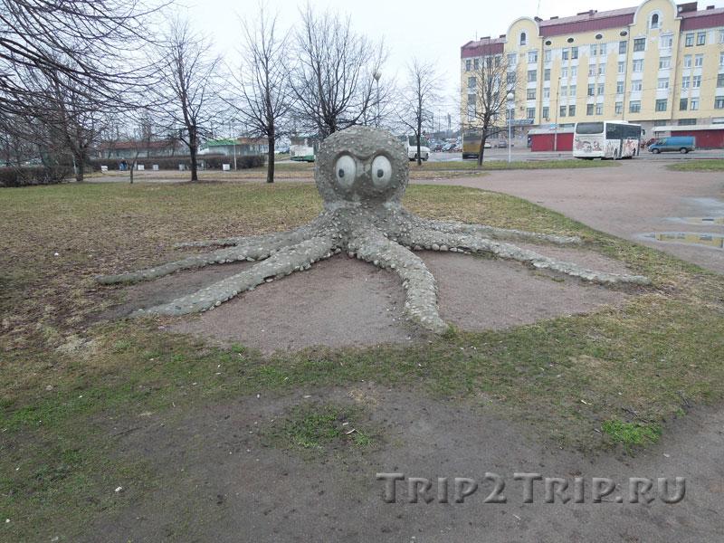 Скульптура осьминога на северо-восточном побережье Салакка-Лахти, Выборг