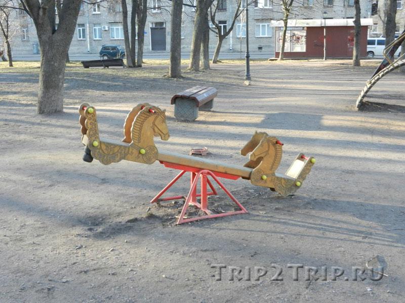 Детские качели в Саде Скульптур, Выборг