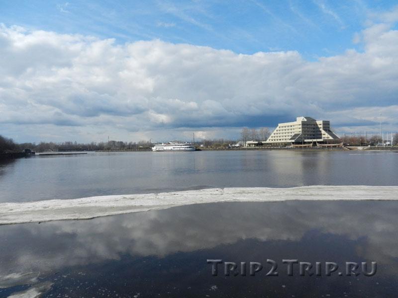 """Теплоход-гостиница """"Короленко"""" и гостиница """"Дружба"""", залив Салакка-Лахти, Выборг"""